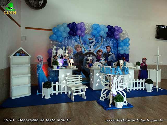 Decoração festa Frozen para aniversário feminino em mesa provençal - Barra