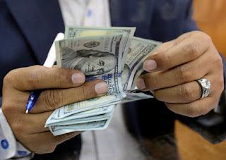 مجهولون يقتحمون السوق السوداء وارتفاع غير مسبوق للدولار اليوم الاثنين 6/4/2020