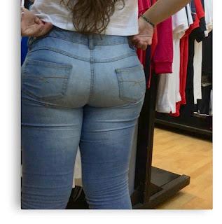 Mujeres lindas pantalones pegados