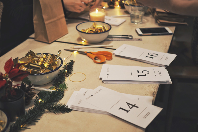 Do-it-yourself calendrier de l'avent à pochettes et idées cadeaux