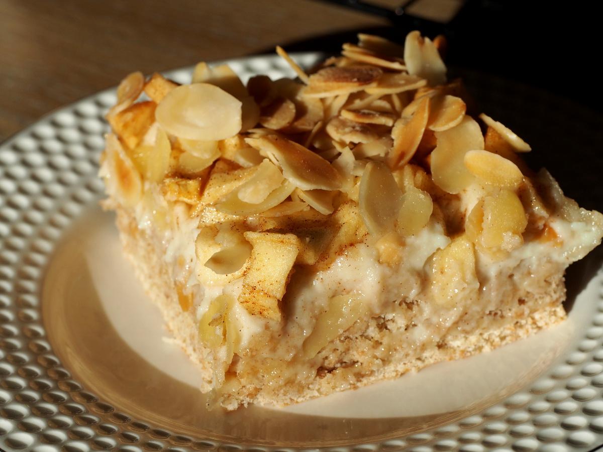 Zuckerkuchen mit Marzipan und Äpfeln