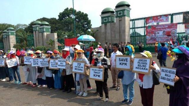 Emak-Emak Gabung dengan Mahasiswa, 2 Ribu Personel TNI-Polri Dikerahkan ke Gedung DPR