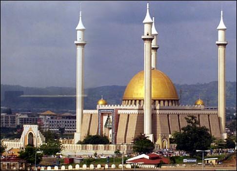 Diterpa Krisis, Masjid-Masjid di Nigeria Kesulitan Dana