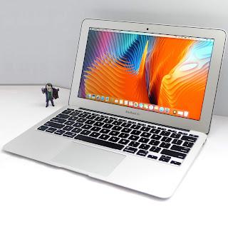 "MacBook Air Core i5 LED 11.6"" Early 2015 Second di Malang"