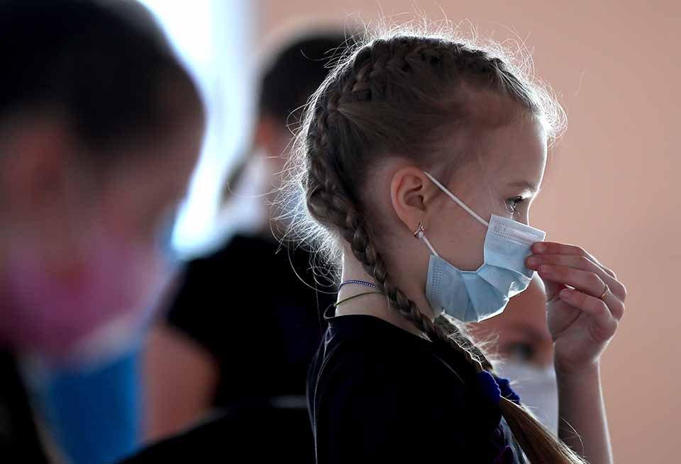 Máscara causa danos em crianças: 68% dos pais relatam problemas psicológicos e físicos alarmantes em um estudo inédito