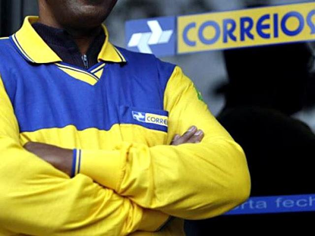 Quebrando nas mãos de políticos, Correios anuncia o fechamento de 250 agências no Brasil