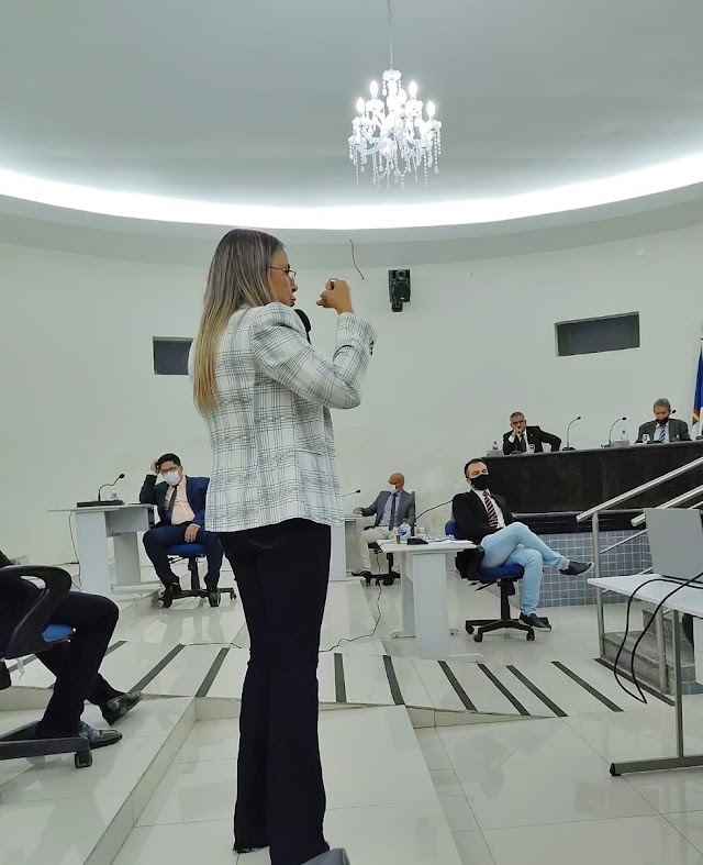Em sessão da Câmara de Vereadores, secretária de educação de Belo Jardim afirma ter duplicado número de matrículas em 2021