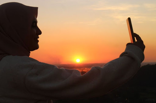 Memandang Pesona Matahari Terbenam dari Puncak Baro Baro Maros
