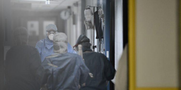 Συναγερμός από Τσιόδρα: Θα έχουμε 7.000-8.000 νέα κρούσματα