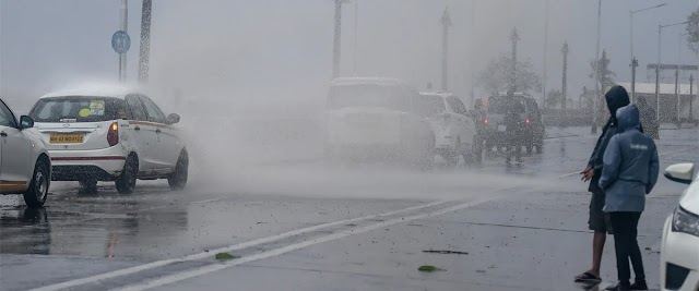 The speed of the storm on the coast of Gujarat can be up to 200 km per hour