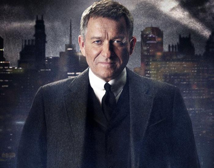 Sean Pertwee este Alfred Pennyworth în serialul Gotham