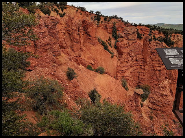 Good Picture of the Banded Weathering in the Devil's Kitchen Utah