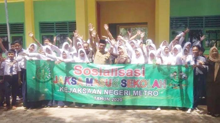 Beri Wawasan Hukum, Kejari Kota Metro Gelar Program Jaksa Masuk Sekolah
