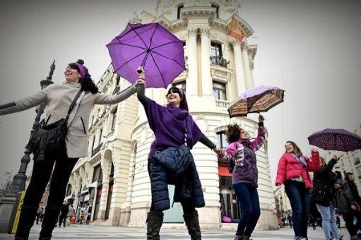 Mujeres protestan en Madrid contra violencia y discriminación