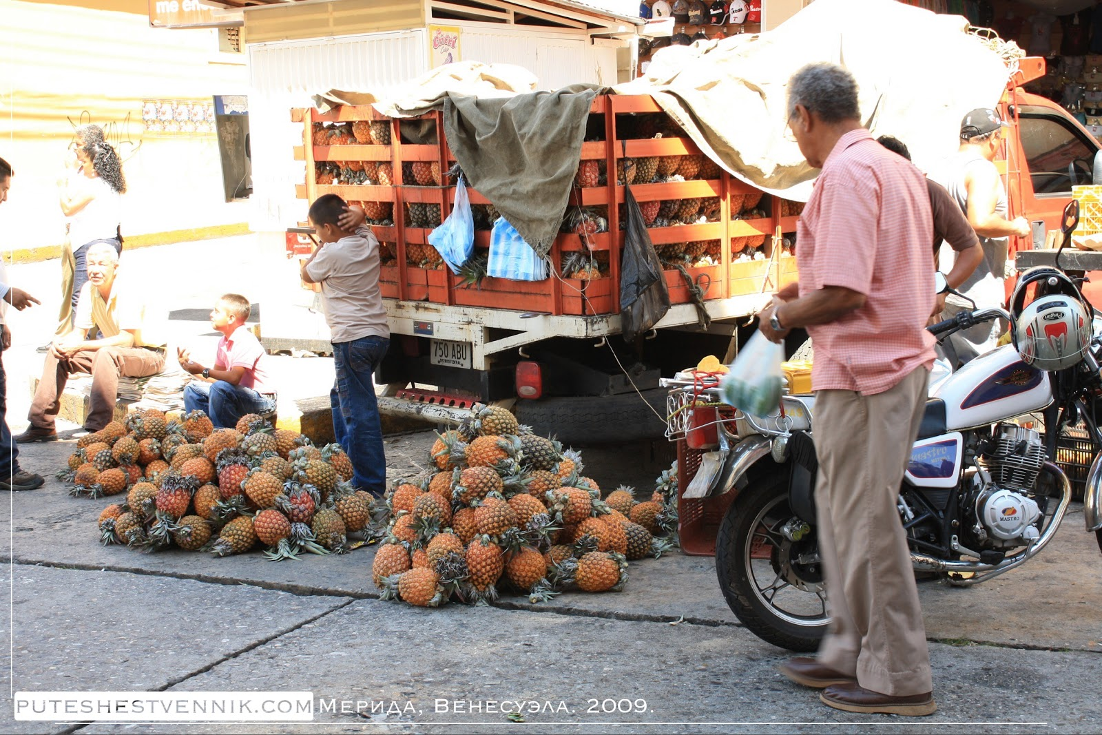Грузовик с ананасами в Мериде