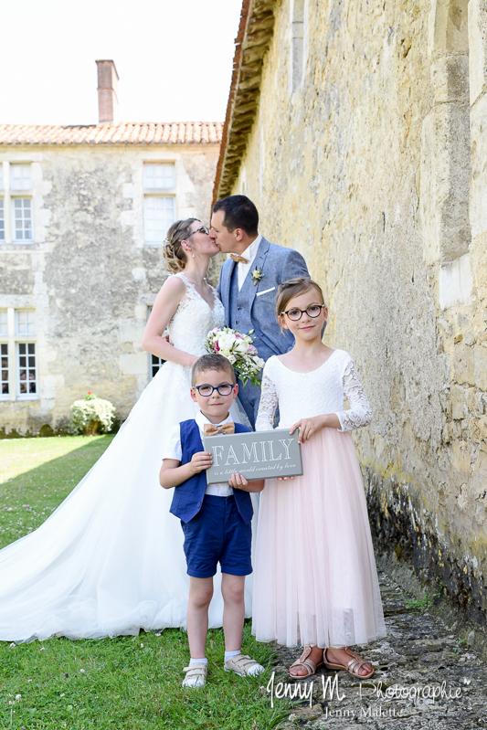photo famille mariés et leurs enfants originale