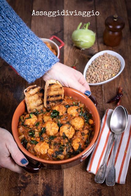 Zuppa piccante di polpette con lenticchie, cavolo riccio e radici (di Belinda Williams)