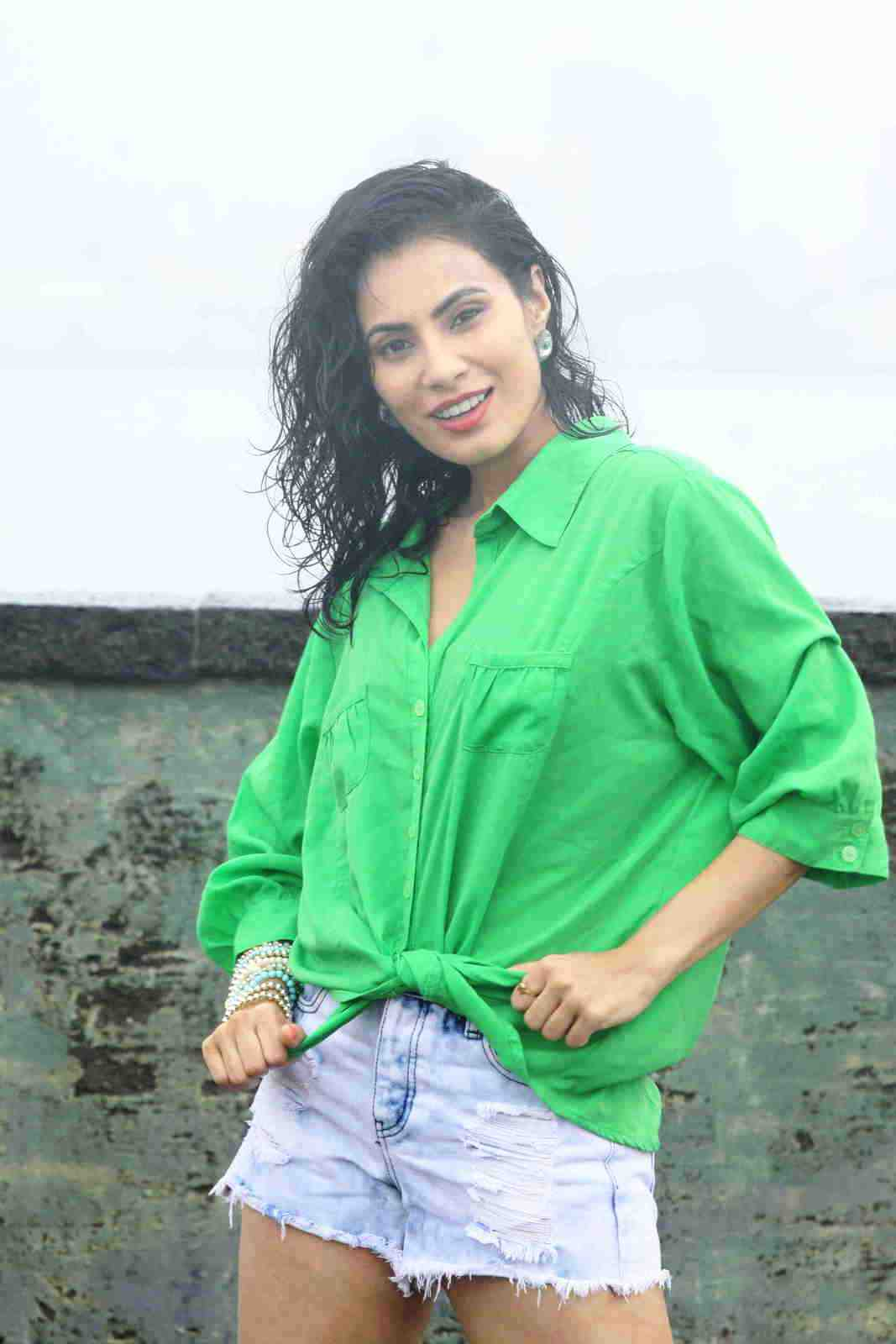 manisha kelkar sizzling in rain-HQ-Photo-19