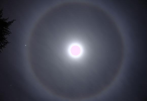 Halo-de-22 graus-em-volta-da-lua