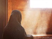 Kisah Wanita Sholehah Yang Buruk Rupa, Meluluhkan Hati Sang Ulil Amri (Penguasa) Hingga Jatuh Hati Padanya