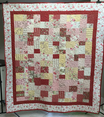 French General Pom Pom de Paris quilt by Loretta