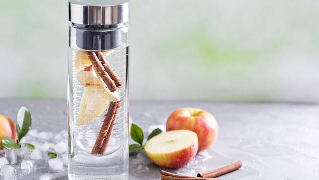 «Detox waters»: Δύο συνταγές βασισμένες στο νερό για αποτοξίνωση