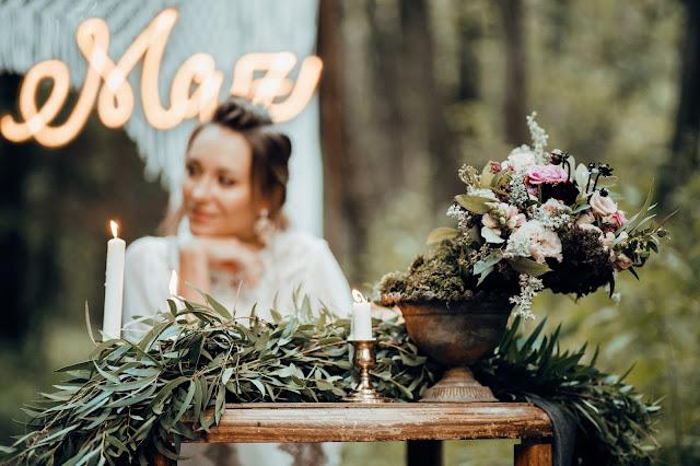 Piękne kwiatowe aranżacje Mały Park Kwiaciarnia Alternatywna. Stylizowana sesja zdjęciowa Bridal Blog.