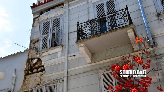 Η αντιμετώπιση του προβλήματος των ετοιμόρροπων κτισμάτων σε τηλεδιάσκεψη υπό τον Χατζηδάκη