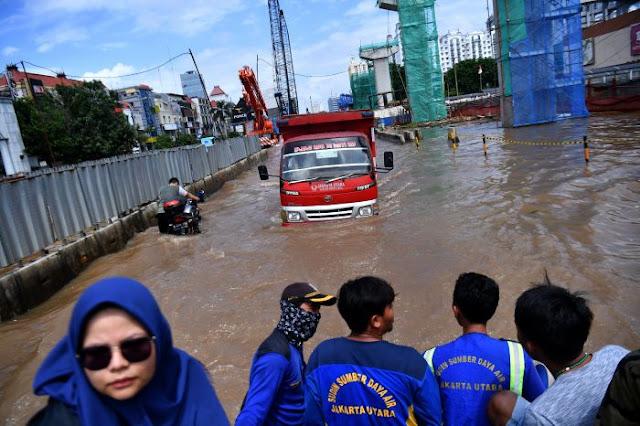 Penanganan Pasca Banjir, Pemprov DKI Pastikan Sebagaian Air Sudah Surut
