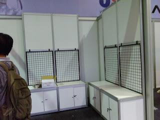 Jual Sewa Partisi Pameran R8, Stand, Booth, Panel Foto, Fitting Room, Sekat Partisi, Meja dan Lemari