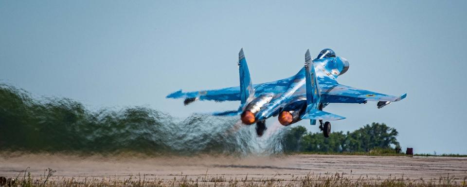 Ескадрилья Су-27 тренувалась вражати наземні цілі