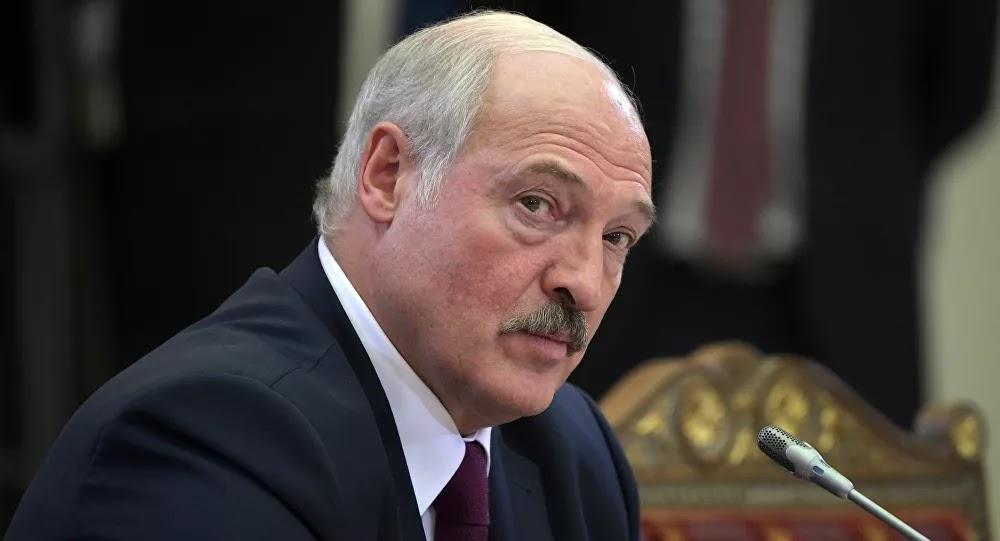 «Moins regarder autour et s'occuper, enfin de la France...!» : Loukachenko rétorque à Macron qui l'a appelé à partir