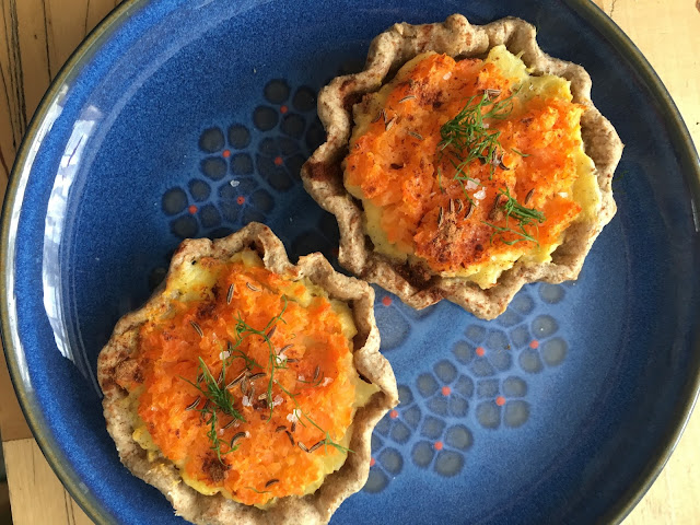 Sklandrausis Latvian vegetable tarts