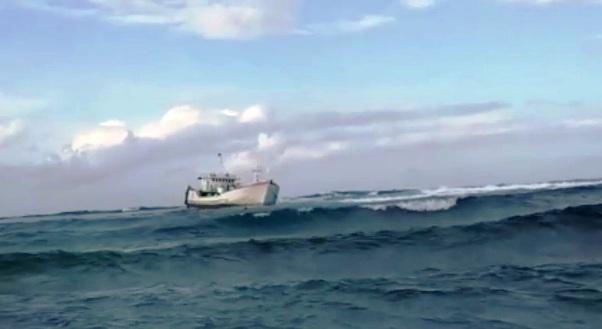 KM. Naili 10 Karam Di Taka Lamungan Kepulauan Selayar, 13 Awaknya Diselamatkan Nelayan Pulau Tarupa