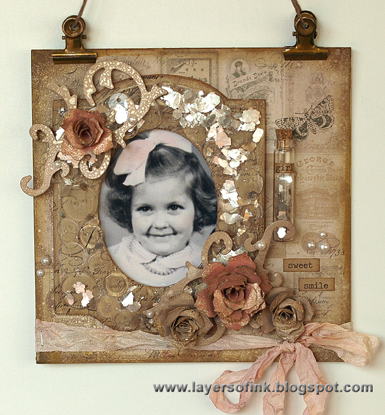 Button Cameo Frame Wall-Hanging - Layers of ink