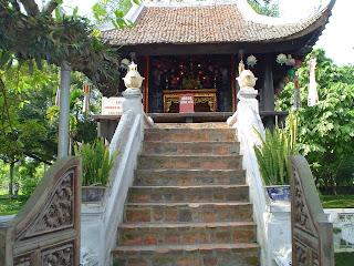 Acceso a la Pagoda de una única columna. Hanoi (Vietnam)
