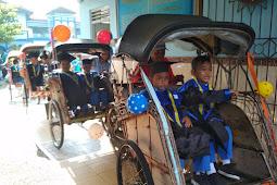 Ratusan Becak Antarkan Peserta Wisuda Iqro' SD Mutual 1-2 Kota Magelang