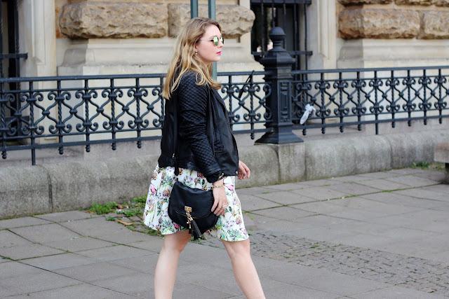 Rathaus, town hall, hamburg, fashiobblogger, modeblog, leather jacket, steve madden, gesteppte Jacke, schwarz, neoprene skirt, Rock mit Blumenmuster,