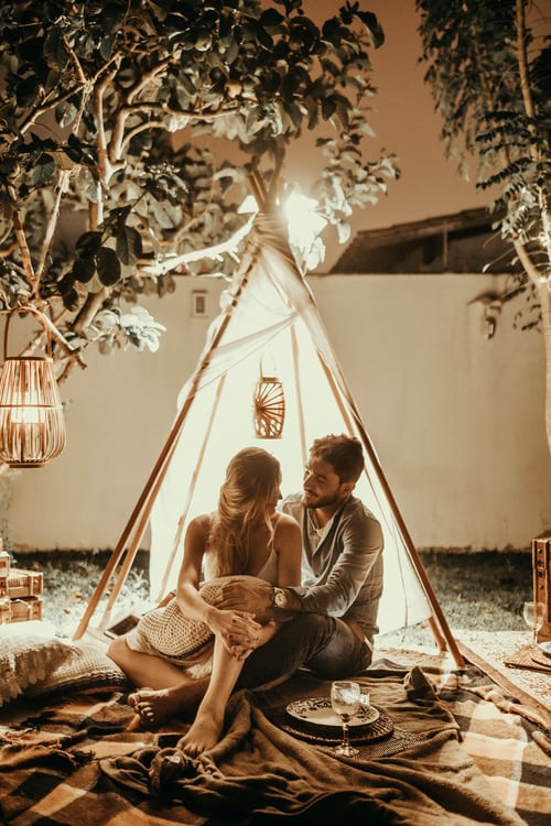 Bedroom photoshoot ideas for couples