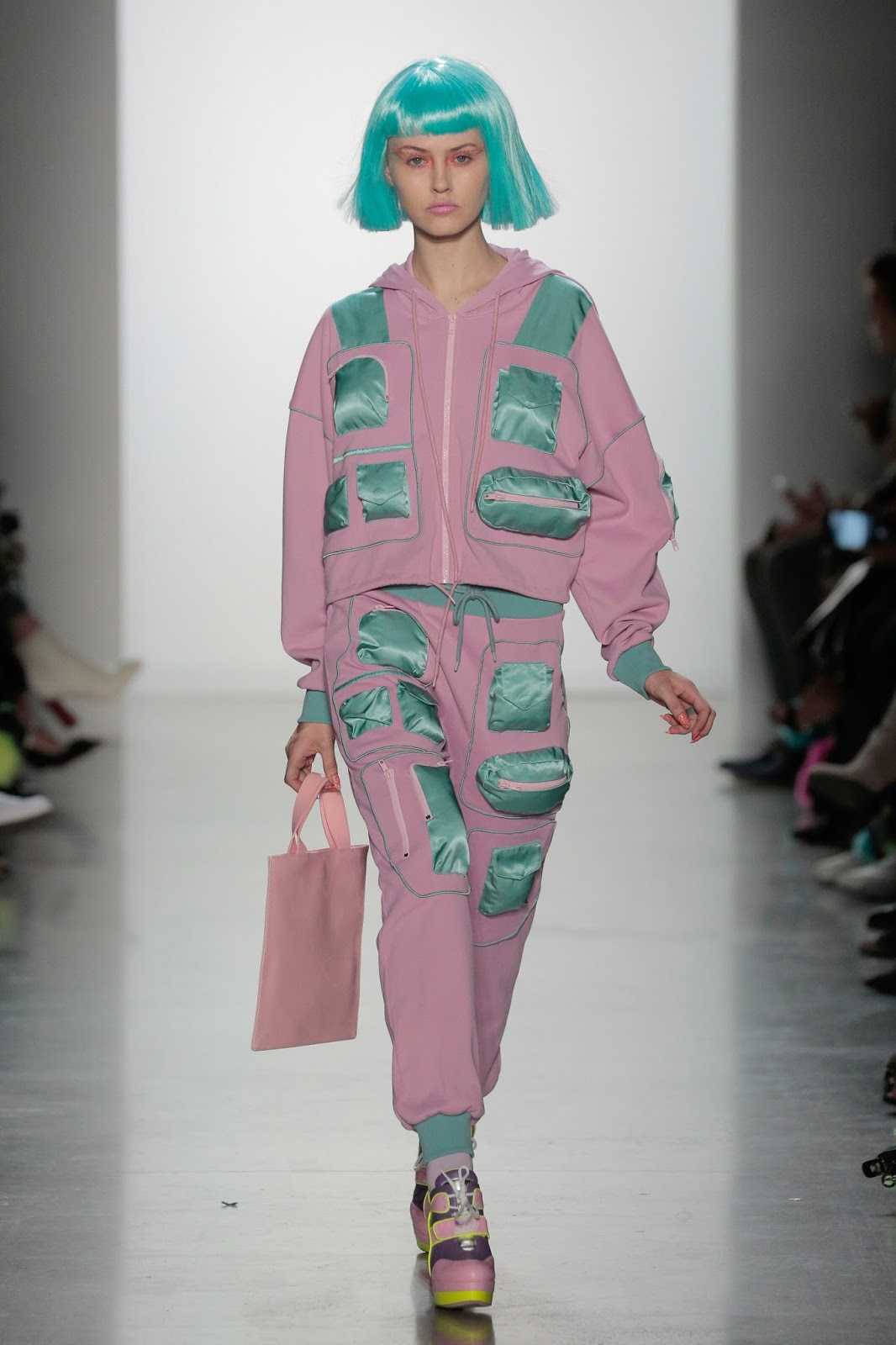 758e4060c8b49 Fashion Week New York F-W 18  Jeremy Scott - FADED4U