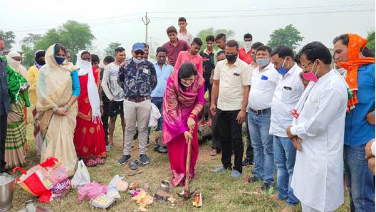 breaking news : विधायक संगीता सिन्हा के कर कमलों से पानी टंकी का भूमि पूजन।