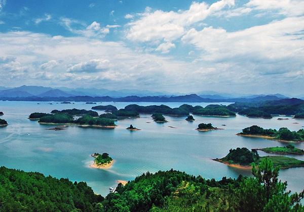 ทะเลสาบเฉียนเต่า (Qiandao Lake: 千岛湖)