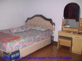 ruangan tidur di villa sari ater