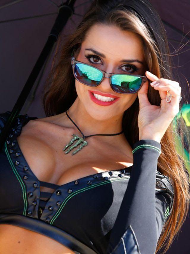 Gadis Payung di GP San Marino