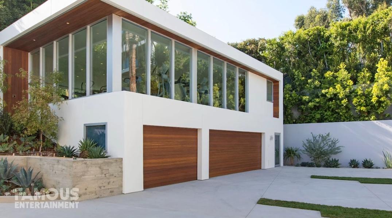 33 Interior Design Photos vs. Derrick Rose's LA Modern Mansion Tour