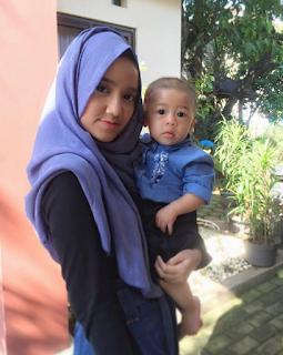 Foto Wirda Salamah Ulya yang Gemes Kalo Ngeliat Bayi