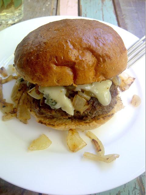 hamburger blauwe kaas ui