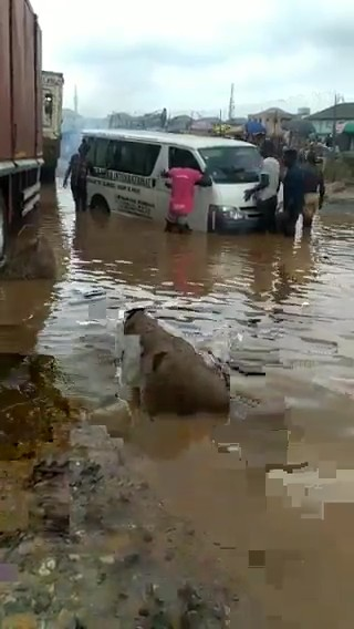 Vehicles Stuck In Giant Pothole Full Of Water In Agege Pencinema (Video)