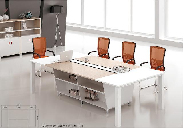 Những gam màu trang nhã, nhẹ nhàng không hề khiến chiếc bàn họp nhập khẩu trong thiết kế này trở nên thiếu cá tính