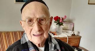 """وفاة """" يسرائيل كريستال """" أكبر رجل معمر في العالم عن 114 عاما في إسرائيل"""